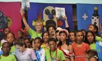 Imagem sobre a matéria: Humanidade 2012: ministra elogia carta escrita pelas crianças entregue por Xuxa
